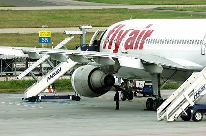 Notgelandeter Fly-Air-Airbus: Passagiere kamen mit dem Schrecken davon