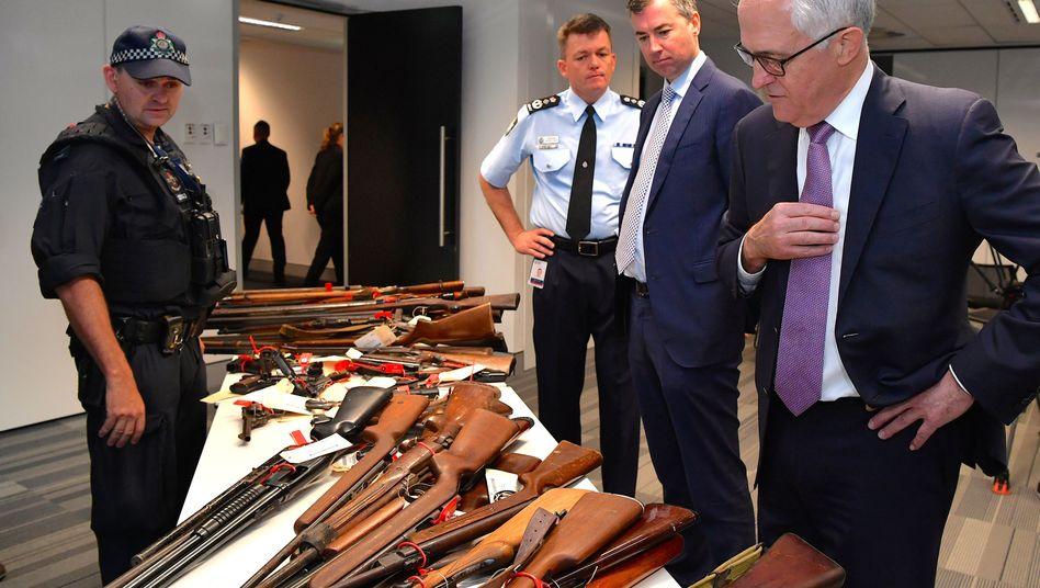 Australiens Premierminister Malcolm Turnbull (r.)