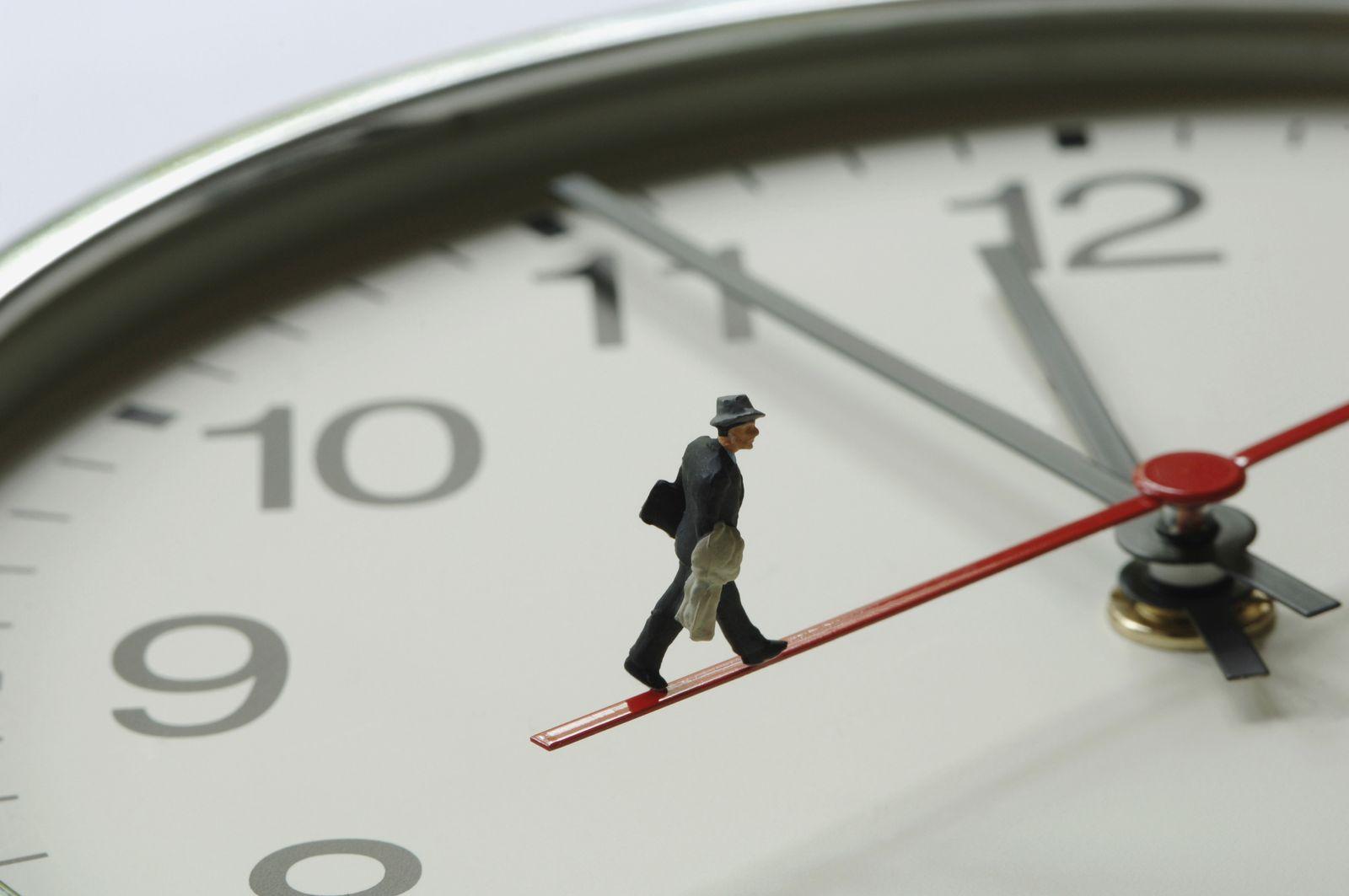 NICHT MEHR VERWENDEN! - Uhr / Zeiger / Figur / Zeitdruck / kurz vor 12 / eilig
