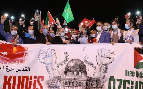 Internationale Resonanz: Demonstrierende vor dem israelischen Konsulat in Istanbul
