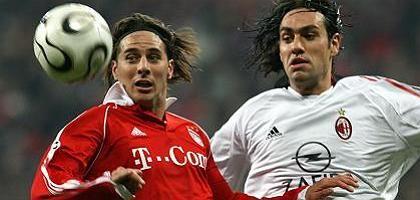 Stürmer Pizarro (l., im Jahr 2006 beim FC Bayern): Handgeld von Adidas