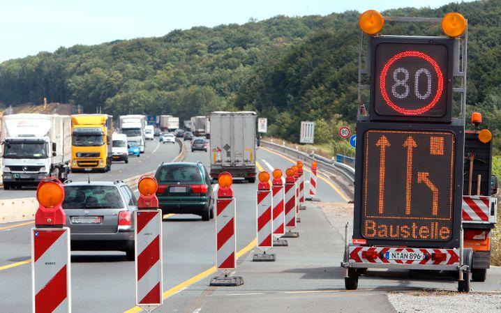 Autobahn A3 bei Würzburg (2011): Sofortiger Führerscheinentzug ab 26 km/h zu viel nur bei Verstoß in einer Autobahnbaustelle?
