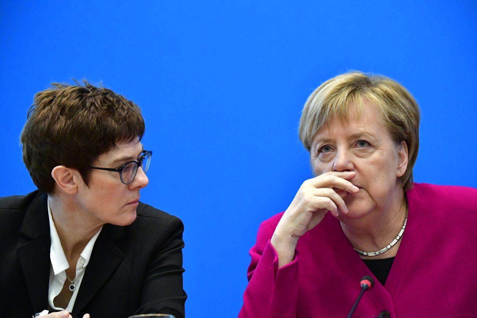 Annegret Kramp-Karrenbauer/ Angela Merkel