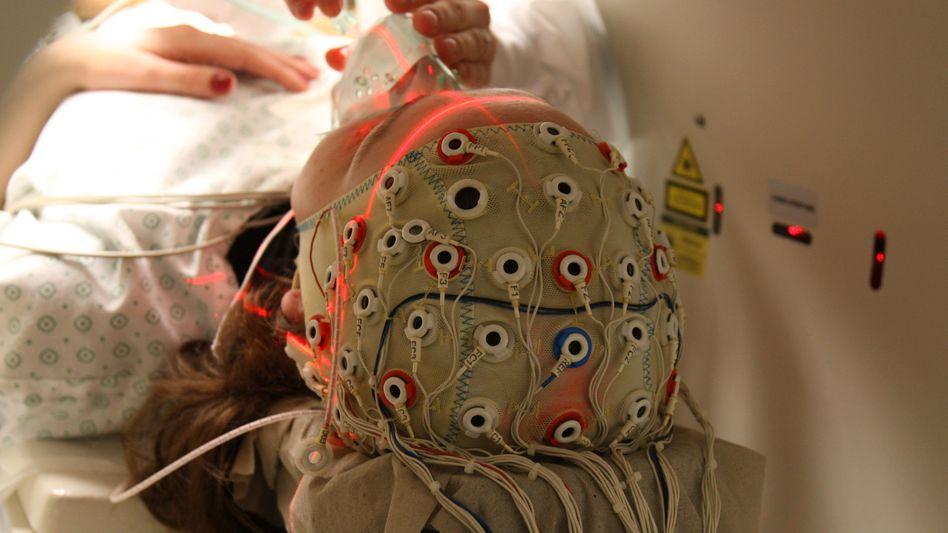 EEG-Untersuchung: Man weiß nicht viel über die Wahrnehmung während des Komas