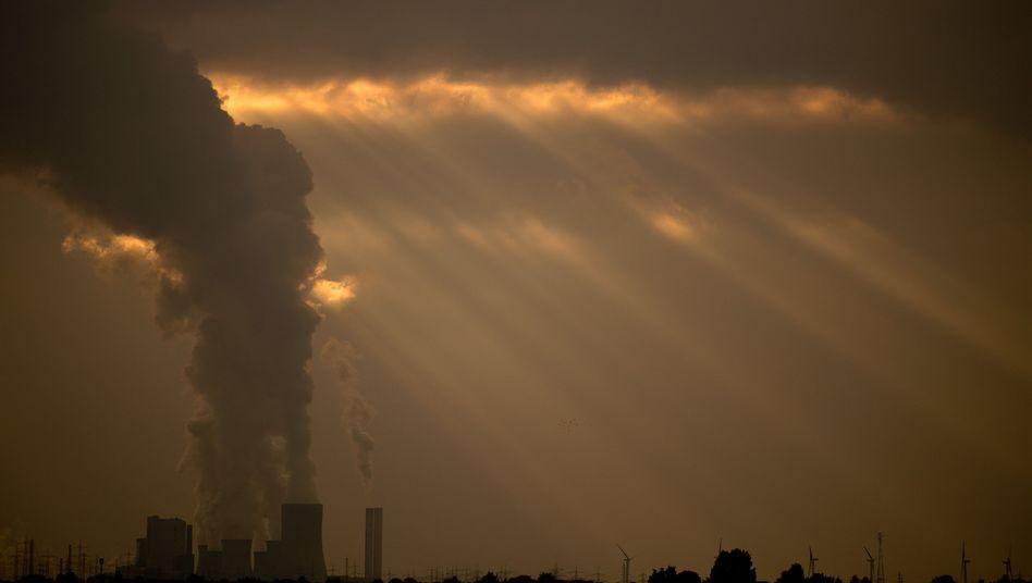 Kohlekraftwerk in Neurath (Nordrhein-Westfalen): Hohe Feinstaubwerte erzeugt aber vor allem der Autoverkehr