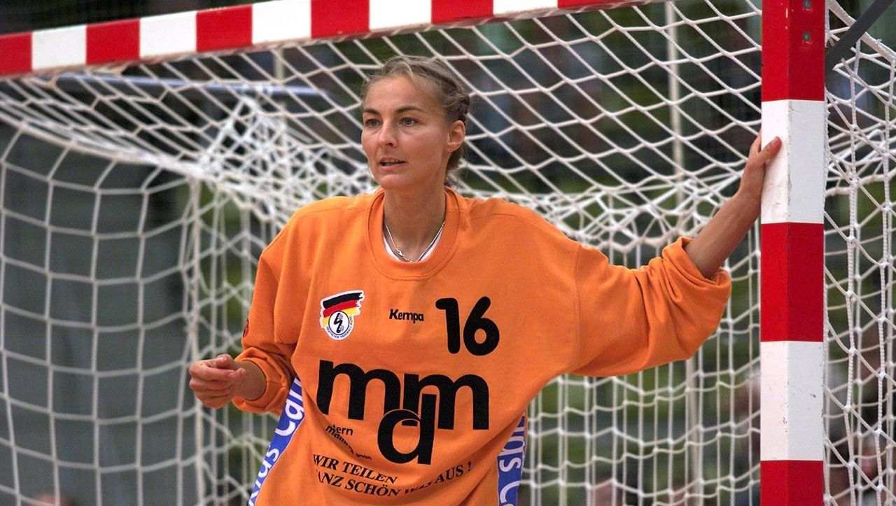 Ehemalige Handball-Nationalspielerin: Torfrau Lindemann feiert mit 50 Jahren Bundesliga-Comeback - DER SPIEGEL