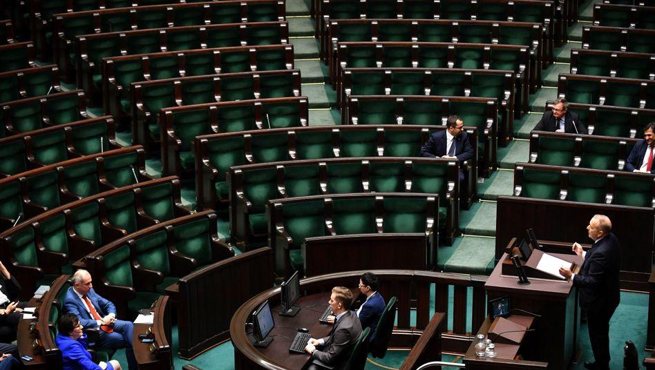 Polnisches Parlament: Die Regierung will unliebsame Richter disziplinieren