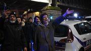 Demonstranten drehen in Paris Strom ab