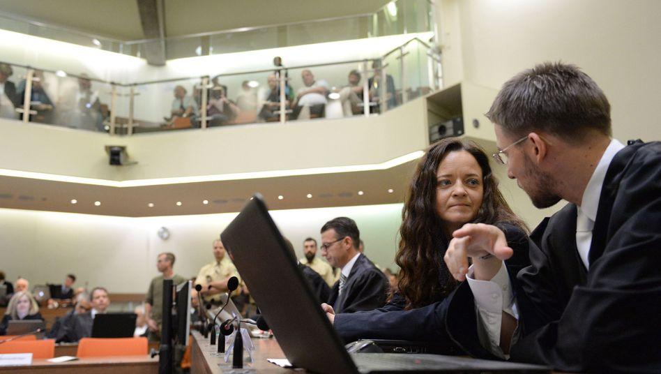 Beate Zschäpe mit ihrem Anwalt Mathias Grasel