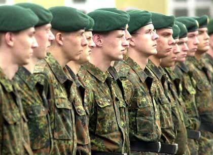 Junge Soldaten beim Gelöbnis: Voll tauglich