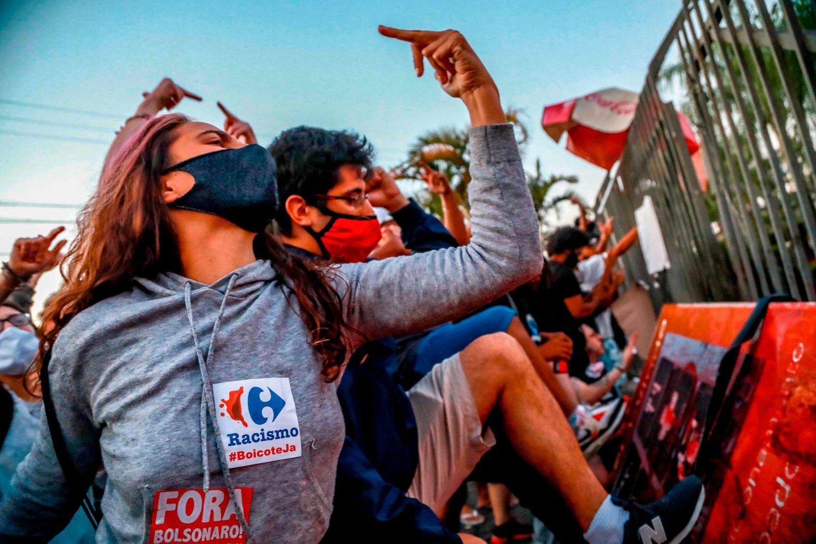 TOPSHOT-BRAZIL-CRIME-RACISM-DEATH