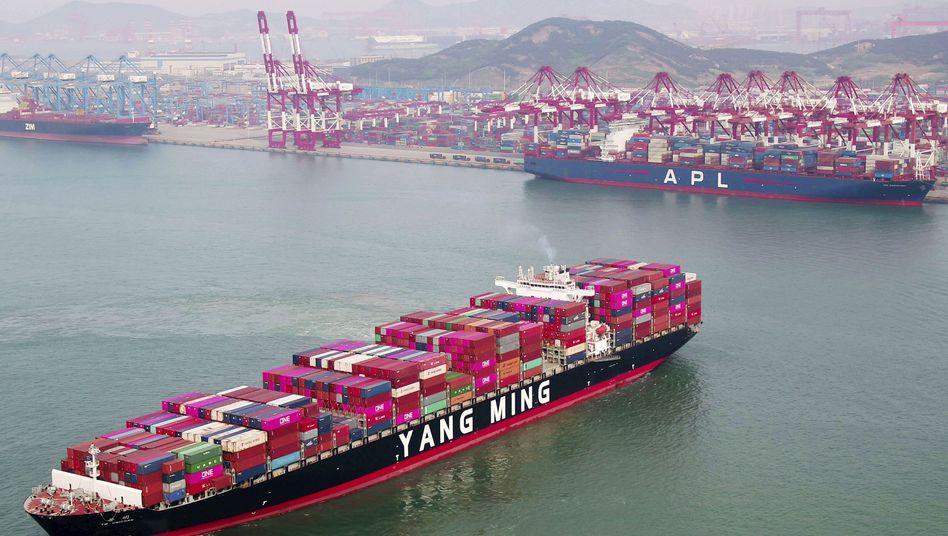 Containerschiff in der ostchinesischen Provinz Shandong: Powerplay der Großmächte