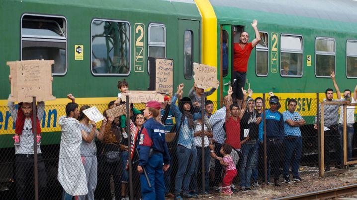 Ungarn: Protest am Bahnhof Bicske
