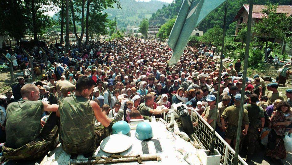 Niederländische Blauhelme in Srebrenica im Juli 1995