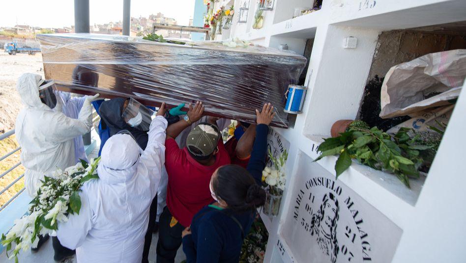 Beisetzung eines Corona-Opfers in Arequipa
