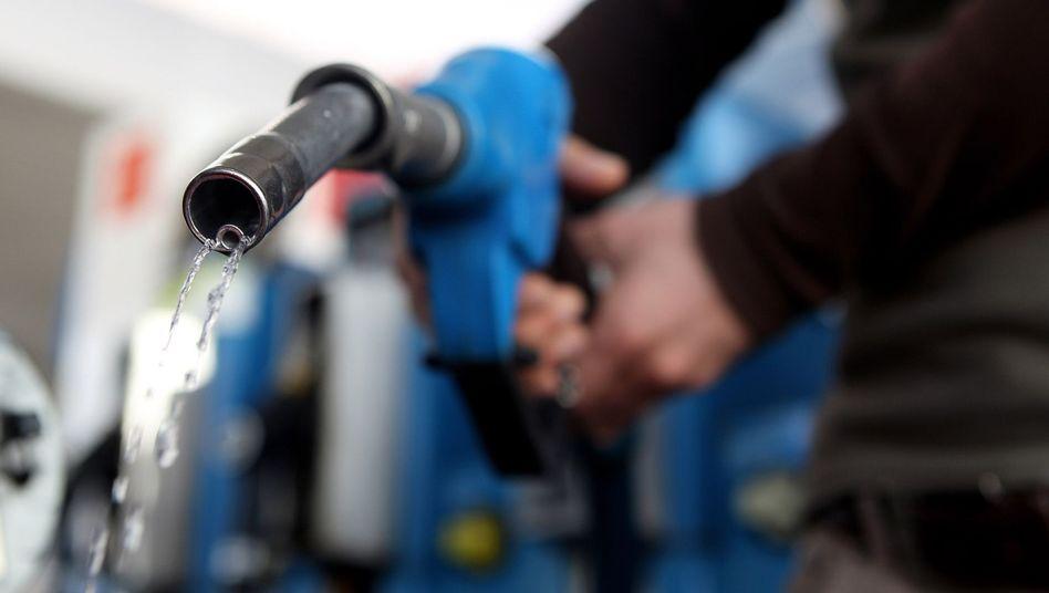 Mehr Durchblick: Künftig müssen Tankstellenbetreiber Preisveränderungen melden