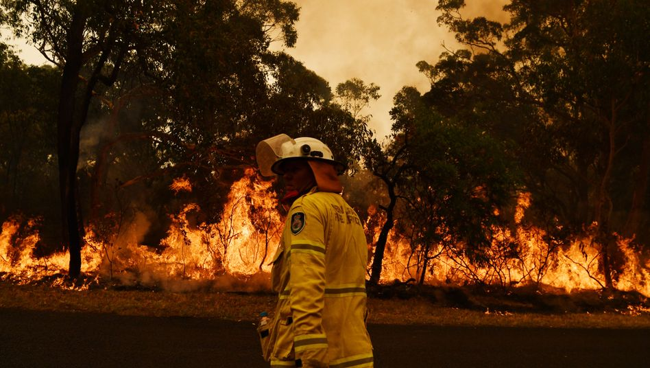 Feuerwehrmann in Kulnura: Australien ist mit einer Feuerkatastrophe konfrontiert