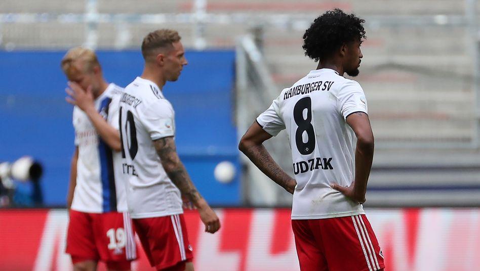 Konsterniert nach dem letzten Spieltag: Der HSV hat es schon wieder nicht zurück in die erste Liga geschafft