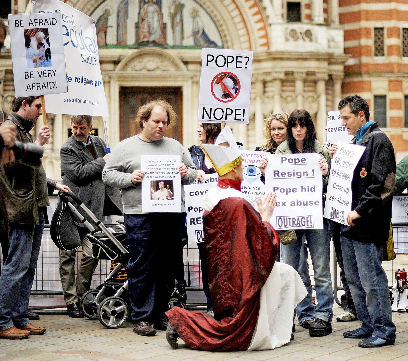 Demonstration gegen Kindermissbrauch/Papst