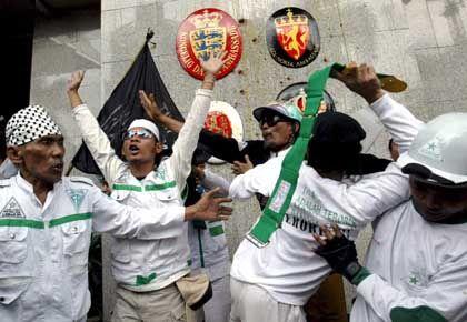 Proteste in Jakarta: Dänische Fahne verbrannt