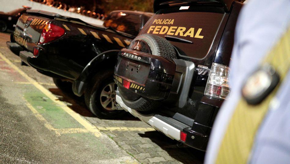 Fahrzeuge mit Polizei-Aufklebern: Keine Verletzten, dafür reichlich Beute