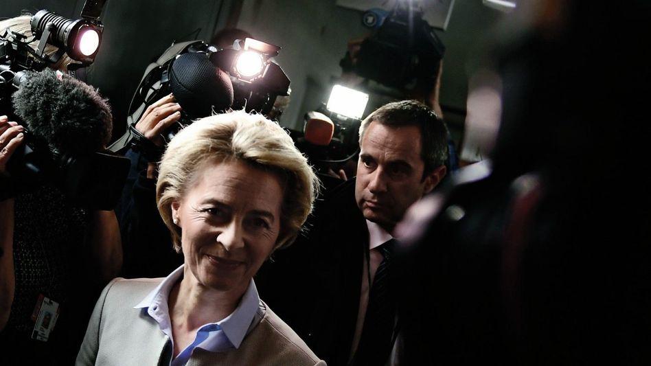 Befehlshaberin von der Leyen im Bundestag: In der Unionsfraktion herrscht offene Schadenfreude über das Straucheln der Ministerin