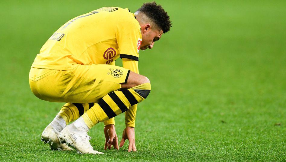 Ein enttäuschter Dortmunder auf dem Rasen: Jadon Sancho