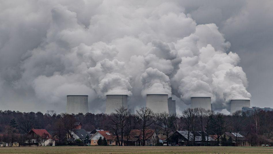 Das Braunkohlekraftwerk Jänschwalde ist eines der CO2-intensivsten Kraftwerke in ganz Europa: Es soll Ende des Jahrzehnts abgeschaltet werden.