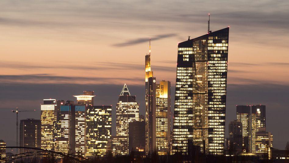 Skyline von Frankfurt mit der EZB