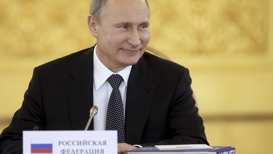 Weiß, was lustig macht: Russlands Präsident Wladimir Putin fordert Preiskontrollen bei Wodka