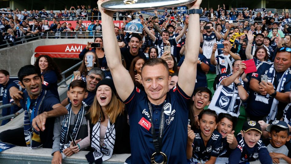 Besart Berisha bejubelt die Meisterschaft von Melbourne Victory