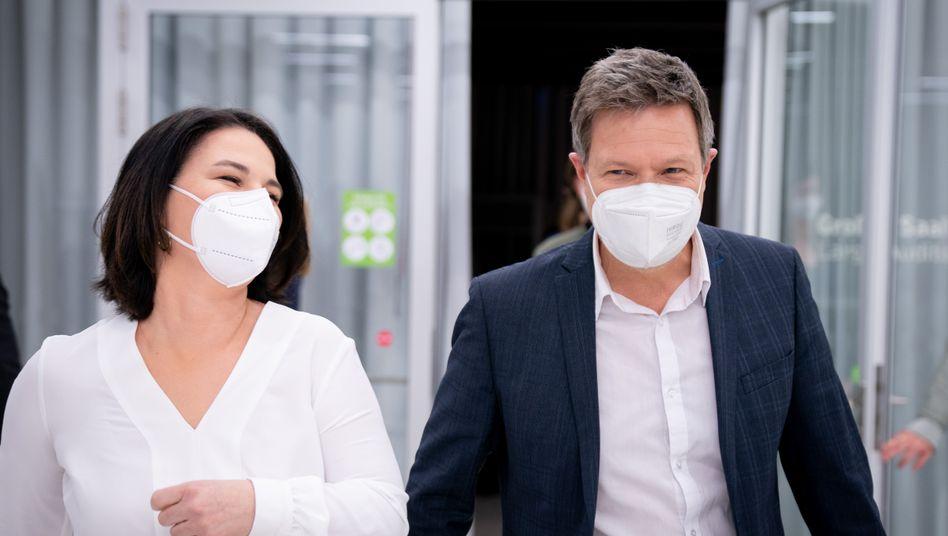 Grünenvorsitzende Annalena Baerbock und Robert Habeck