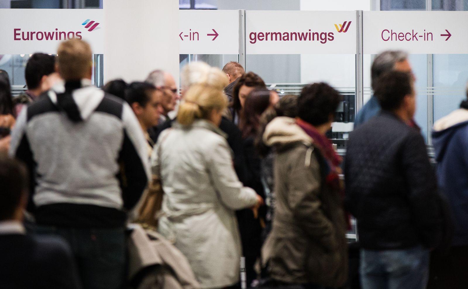 Eurowings/ wartende Passagiere