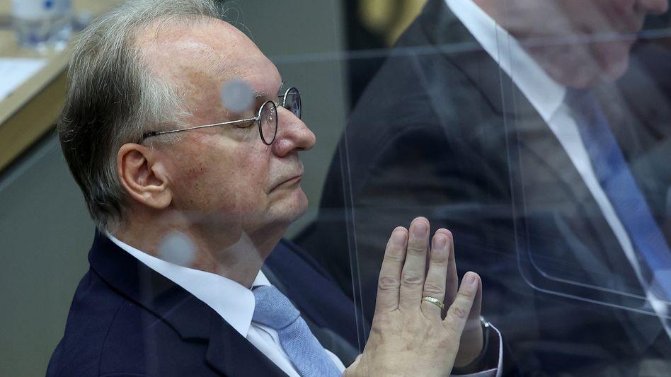 Sachsen-Anhalts Ministerpräsident Reiner Haseloff (CDU) während des zweiten Wahlgangs im Magdeburger Landtag
