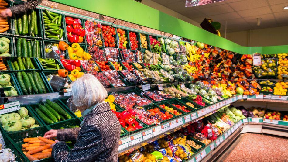 Lieber zum Anfassen: Die Deutschen kaufen ihre Lebensmittel bevorzugt im Supermarkt.