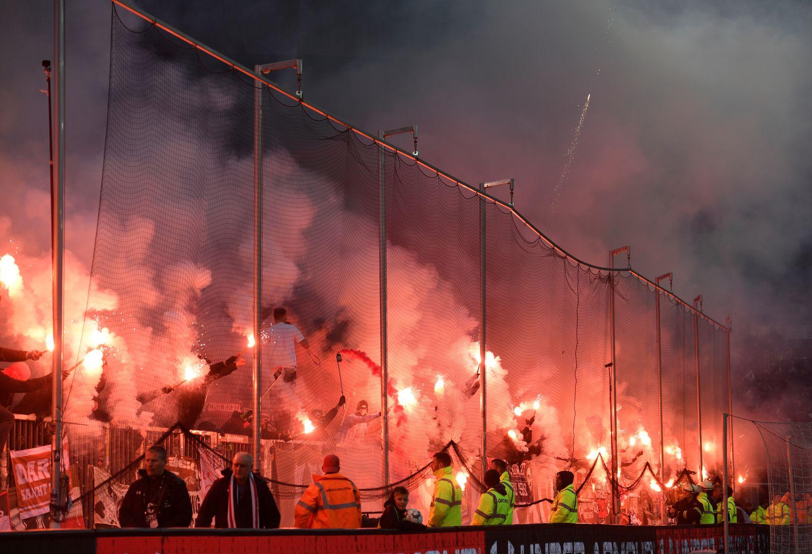 St. Pauli HSV Pyro