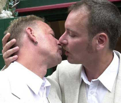 Schwulenhochzeit: Homo-Gene setzen sich durch