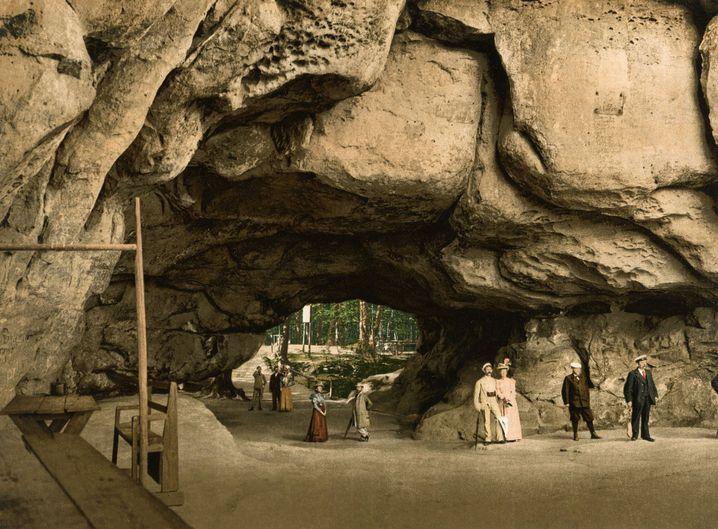 Ausflügler flanierten um 1900 in der Sächsischen Schweiz.