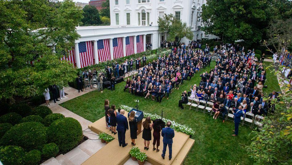 Trump und Gäste am 26. September im Rosengarten des Weißen Hauses