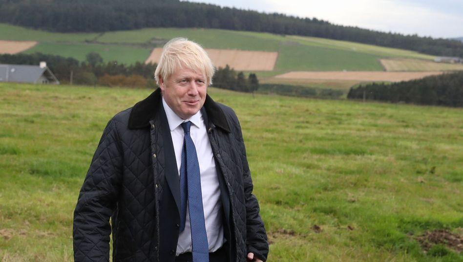 """Boris Johnson hat vor Reportern bereits angekündigt, das Anti-No-Deal-Gesetz sehe nur """"theoretisch"""" eine Brexit-Verschiebung vor"""