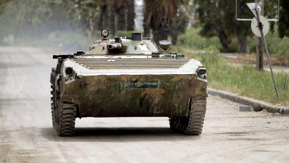 Syrischer Panzer, hier am 2. Mai in Homs: Vormarsch auf die Golanhöhen