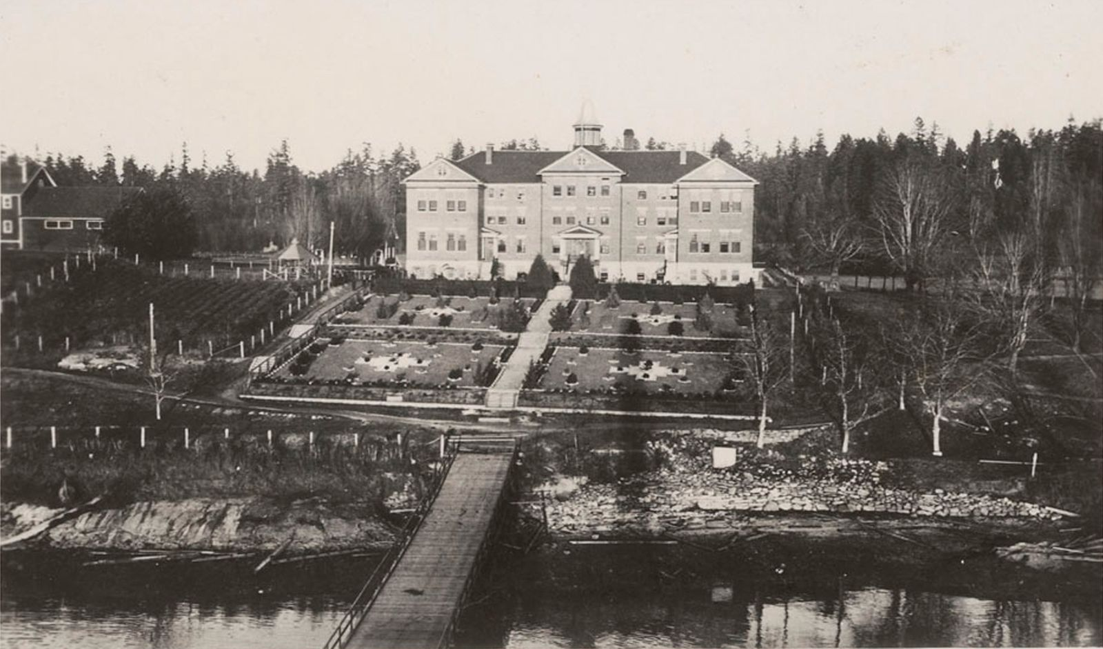 Archive photo shows the Kuper Island Indian Residential School on Penelakut Island