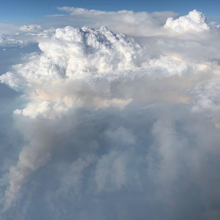 Feuerwolke von oben: Solche Aufnahmen sind bis heute sehr selten