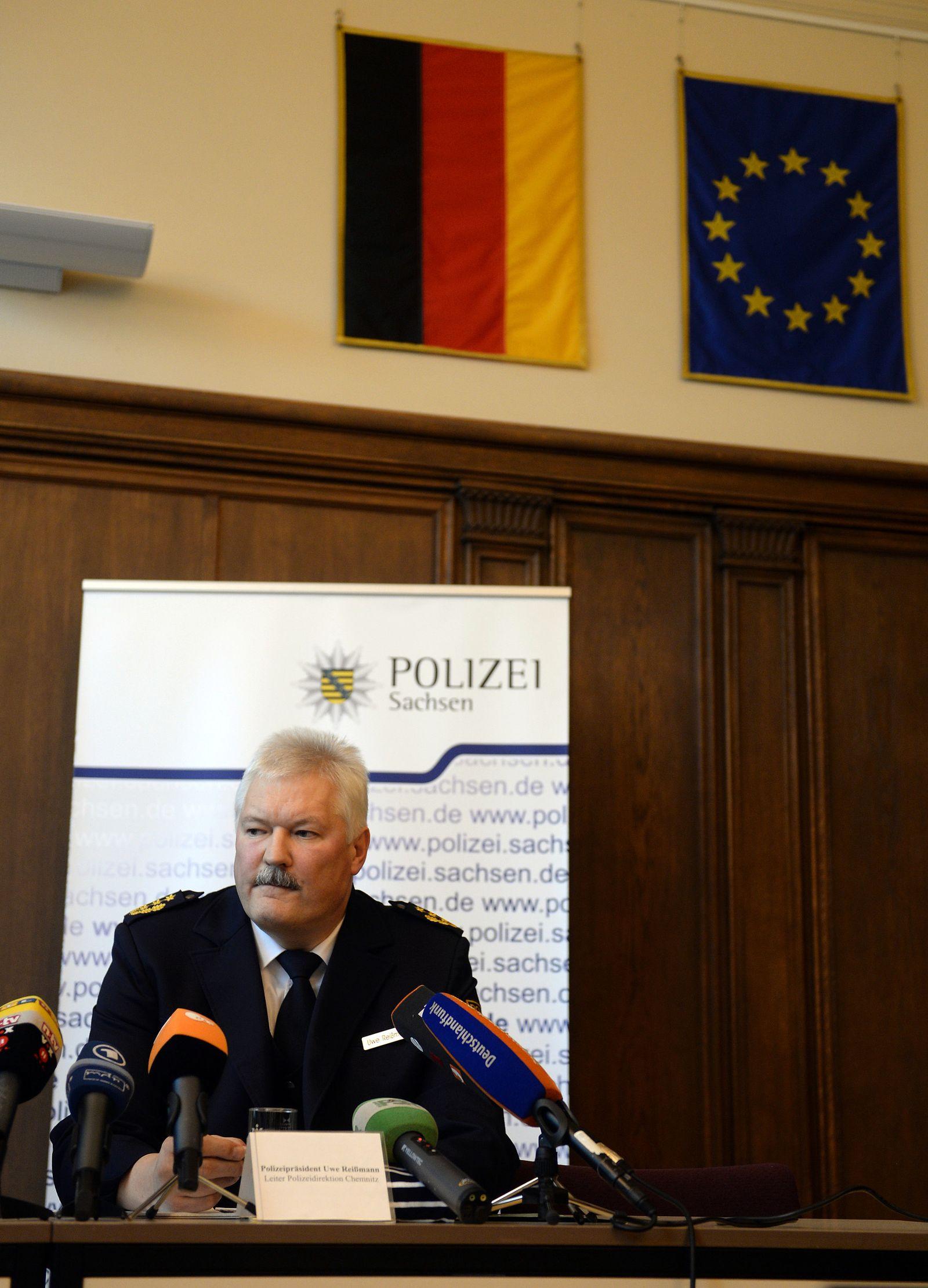 PK Polizei Chemnitz zu Einsatz vor Asylunterkunft in Clausnitz
