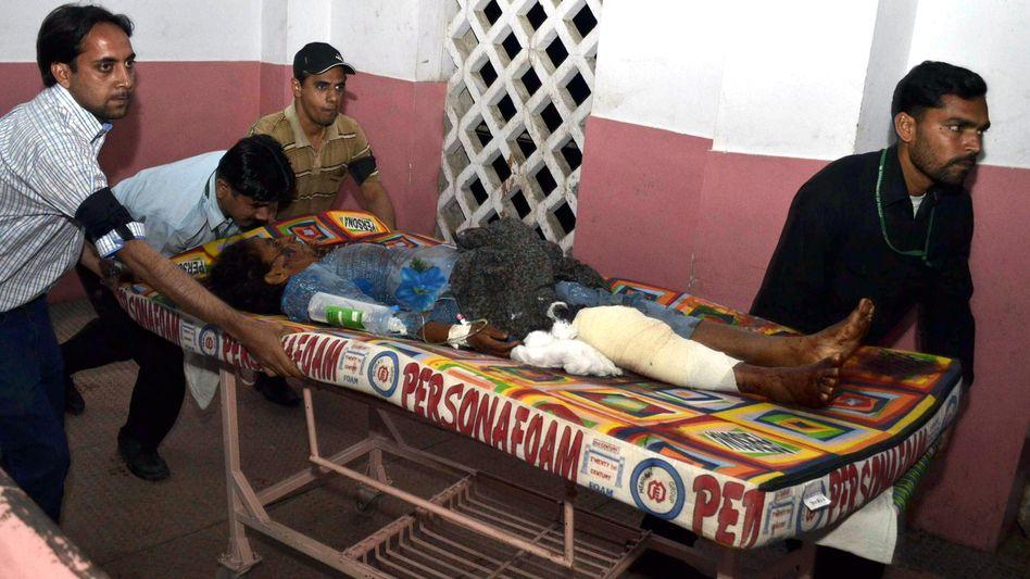 Verletzter in Multan: Freiwillige halfen Opfern nach den Anschlägen