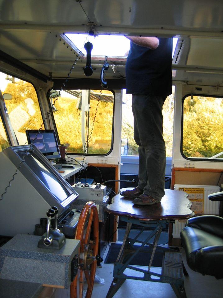 Fehlende Übersicht: Kapitän lenkt Frachter mit seinen Füßen