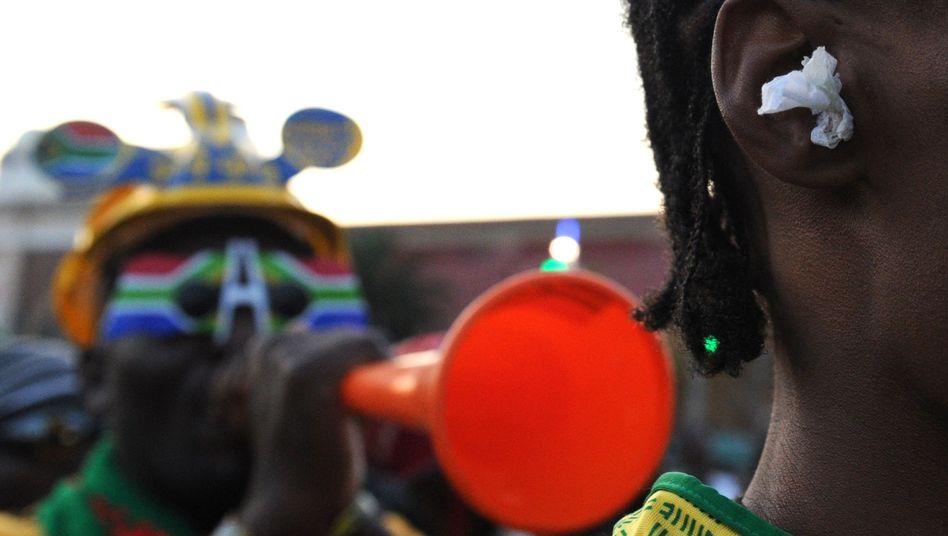 Fan mit Vuvuzela: Tröte beschäftigt die Turnierorganisation