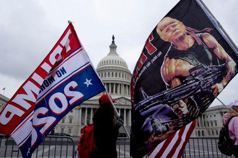 Trump als Rambo: Rechte Demonstranten vor dem Kapitol