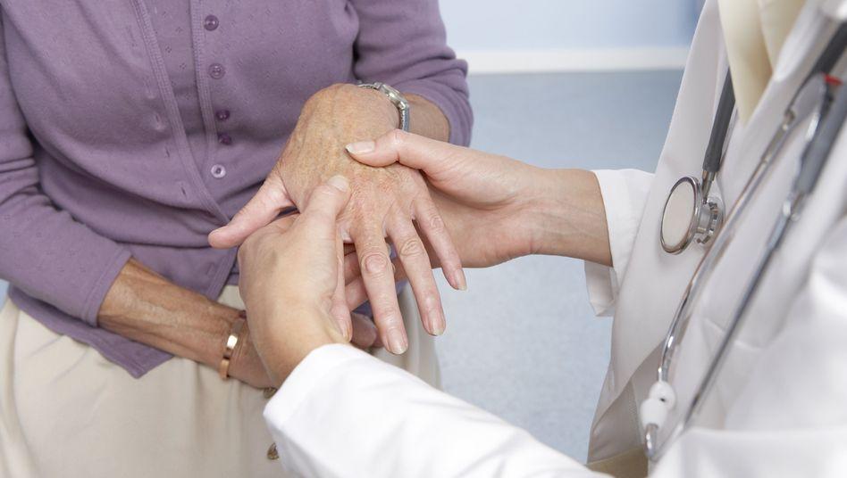 Rheumatoide Arthritis ist eine entzündliche Rheumaform, unter der rund 500.000 Deutsche leiden