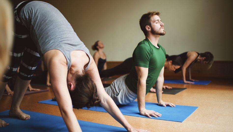 Vielfalt im Yoga-Kurs: Beim Faszien-Training übernimmt das Körpergefühl die Leitung